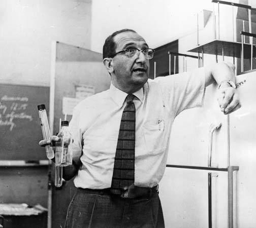 Salvador Luria Salvador Luria ItalianAmerican biologist Britannicacom