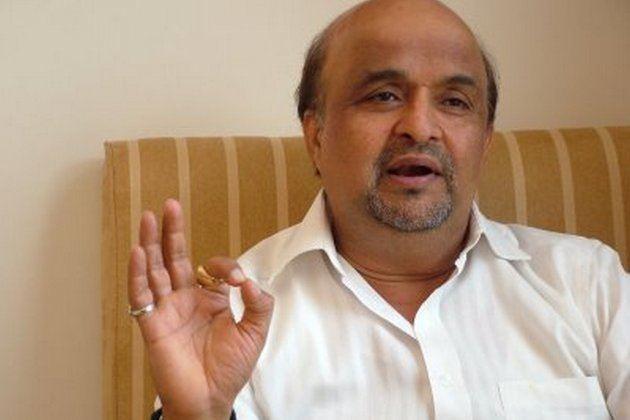 Sameer (lyricist) Bin Tere Sanam Lyrics Hindi Lyrics