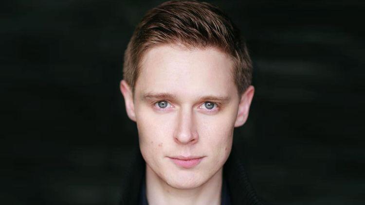 Samuel Barnett (actor) Dirk Gentlys Holistic Detective Agency Samuel Barnett Cast in