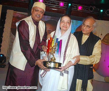 Sandhya Shantaram Kiran Shantaram Sandhya Shantaram amp Pandit Jasraj at V