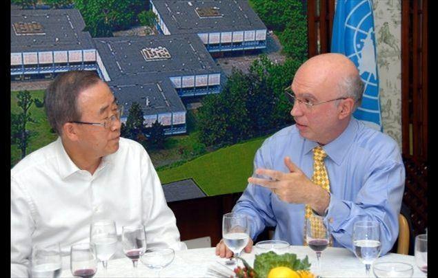 Sandro Calvani Sandro Calvani per ufficio il mondo Famiglia Cristiana
