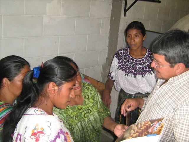 Santa Bárbara, Huehuetenango CAPACITAN A BENEFICIARIAS DE LA PANADERA EN SANTA BARBARA