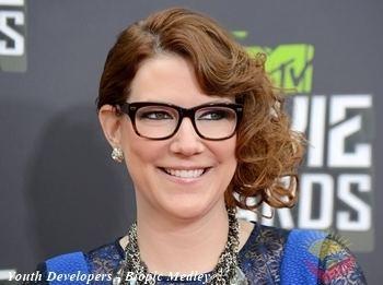 Sara Schaefer American Standup Comedian Sara Schaefer Biography Comedy Shows