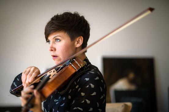 Sarah Neufeld Arcade Fire39s Violinist Sarah Neufeld Goes Solo WSJ