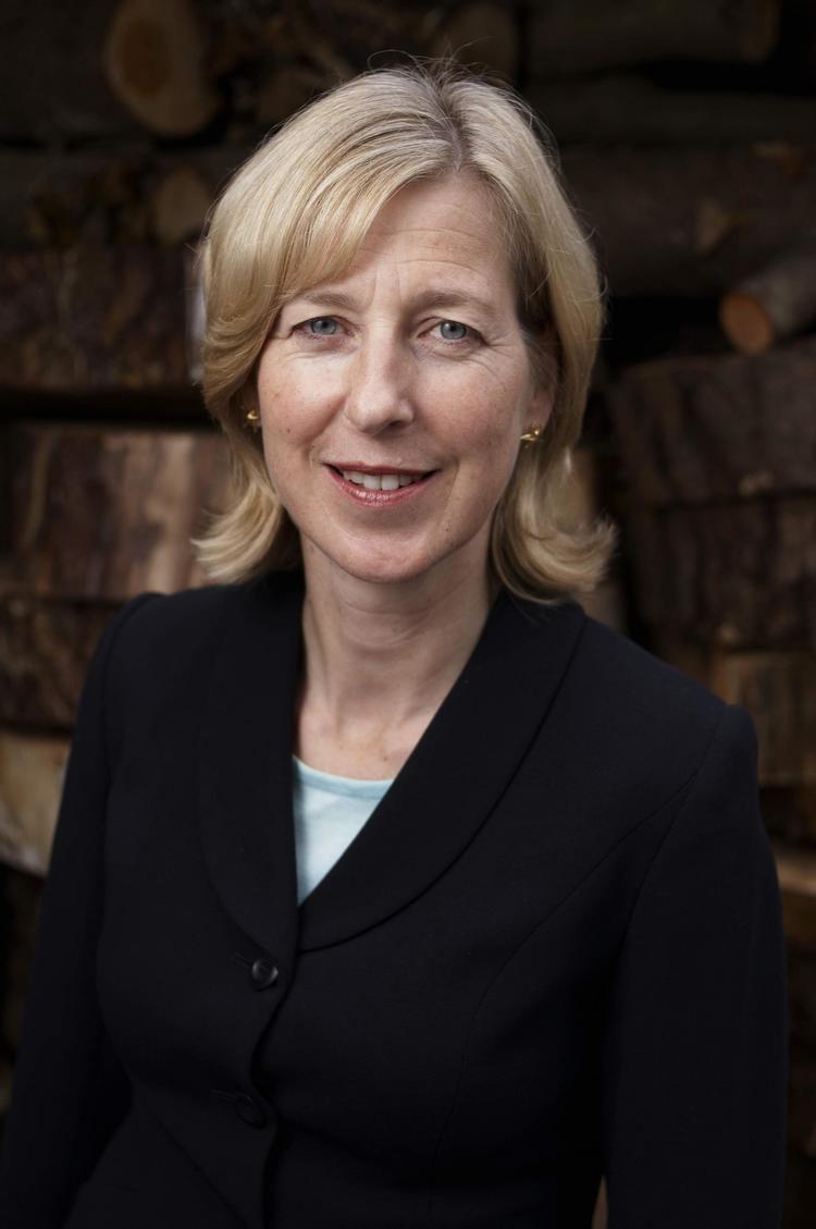 Sarah Newton MP calls for robust action to halt decline of pollinator