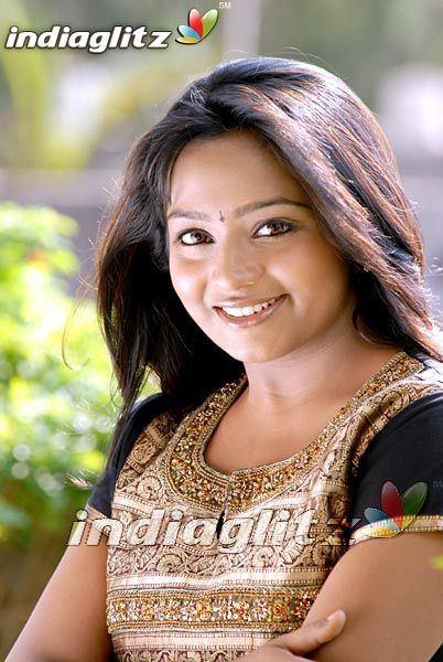 Saranya Bhagyaraj Saranya Bhagyaraj Tamil Actress Image Gallery
