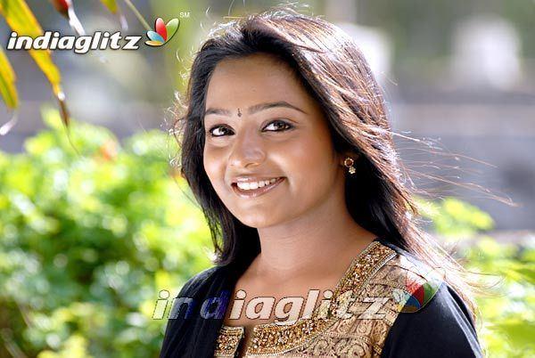 Saranya Bhagyaraj Saranya Bhagyaraj Bollywood Actress Image Gallery