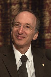 Saul Perlmutter httpsuploadwikimediaorgwikipediacommonsthu