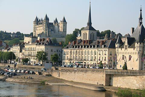 Saumur wwwloirevalleyfrancenetimagessaumurjpg