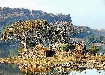 Sawai Madhopur wwwindialinecomtravelimagessawaimadhopurjpg