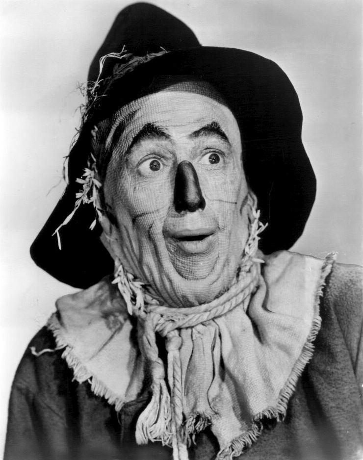 Scarecrow (Oz) FileThe Wizard of Oz Ray Bolger 1939jpg Wikimedia Commons