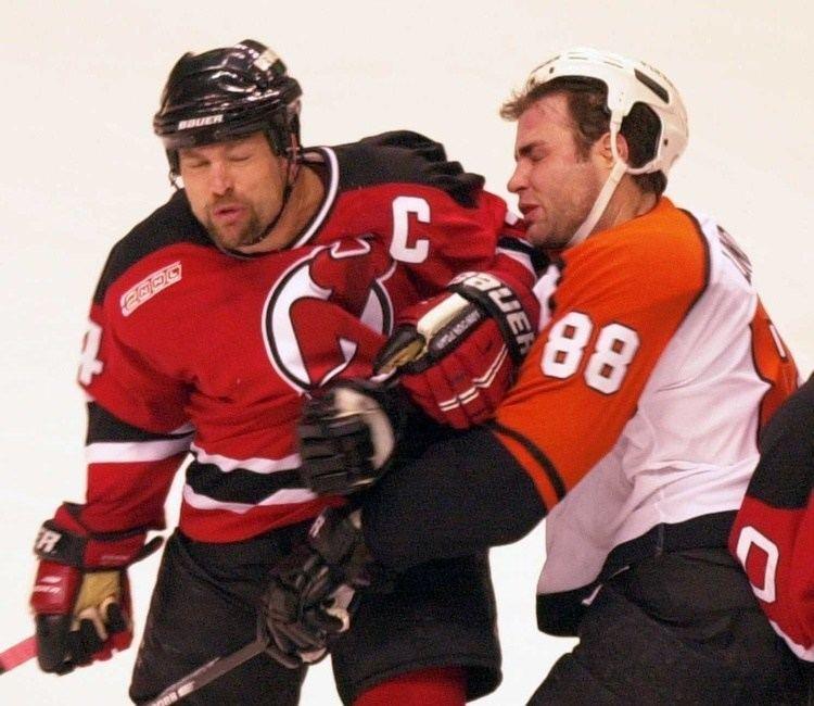 Scott Stevens Scott Stevens KOs Lindros Flyers lose to Devils 35a5b2b30