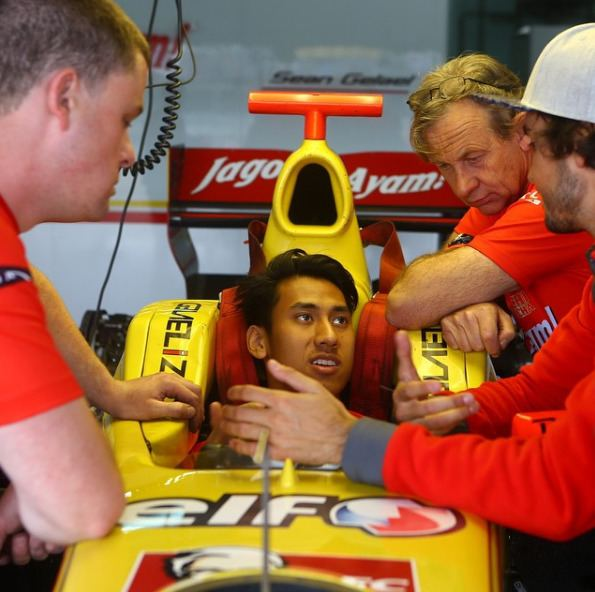 Sean Gelael Meet Sean Gelael The Indonesian Racing Driver Melting Hearts