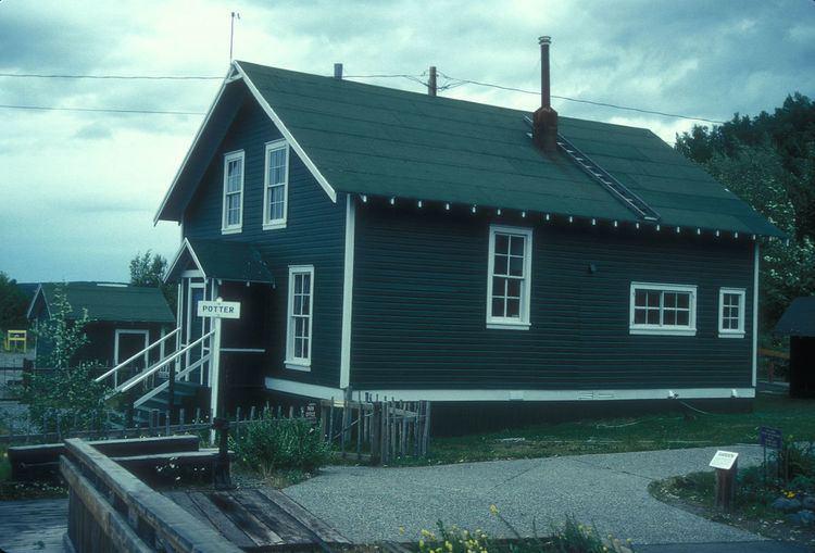 Section house (railway) httpsuploadwikimediaorgwikipediacommonsthu