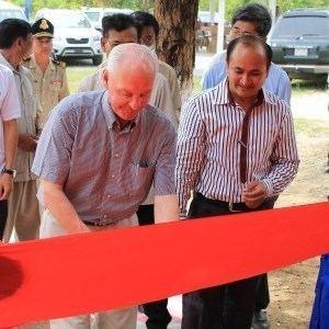 Seppo Aho Rakennusneuvos Seppo Aho rakennutti koulun Kambodaan Kirkon