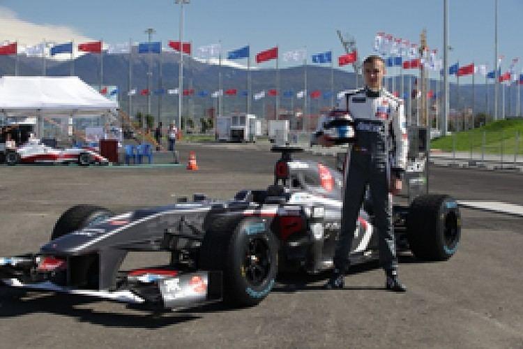 Sergey Sirotkin (racing driver) Sergey Sirotkin becomes Sauber F1 test driver for 2014 F1 Autosport