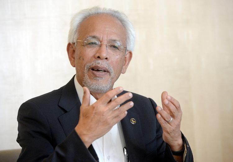 Shahrir Abdul Samad Stay for GE14 Najib pleads with Shahrir Samad Malaysia Malay