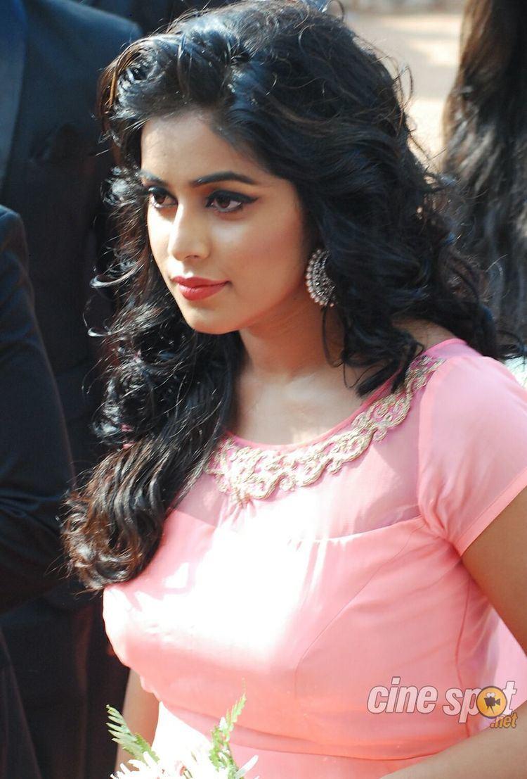 Shamna Kasim Poorna Shamna Kasim South hot actress photos pics