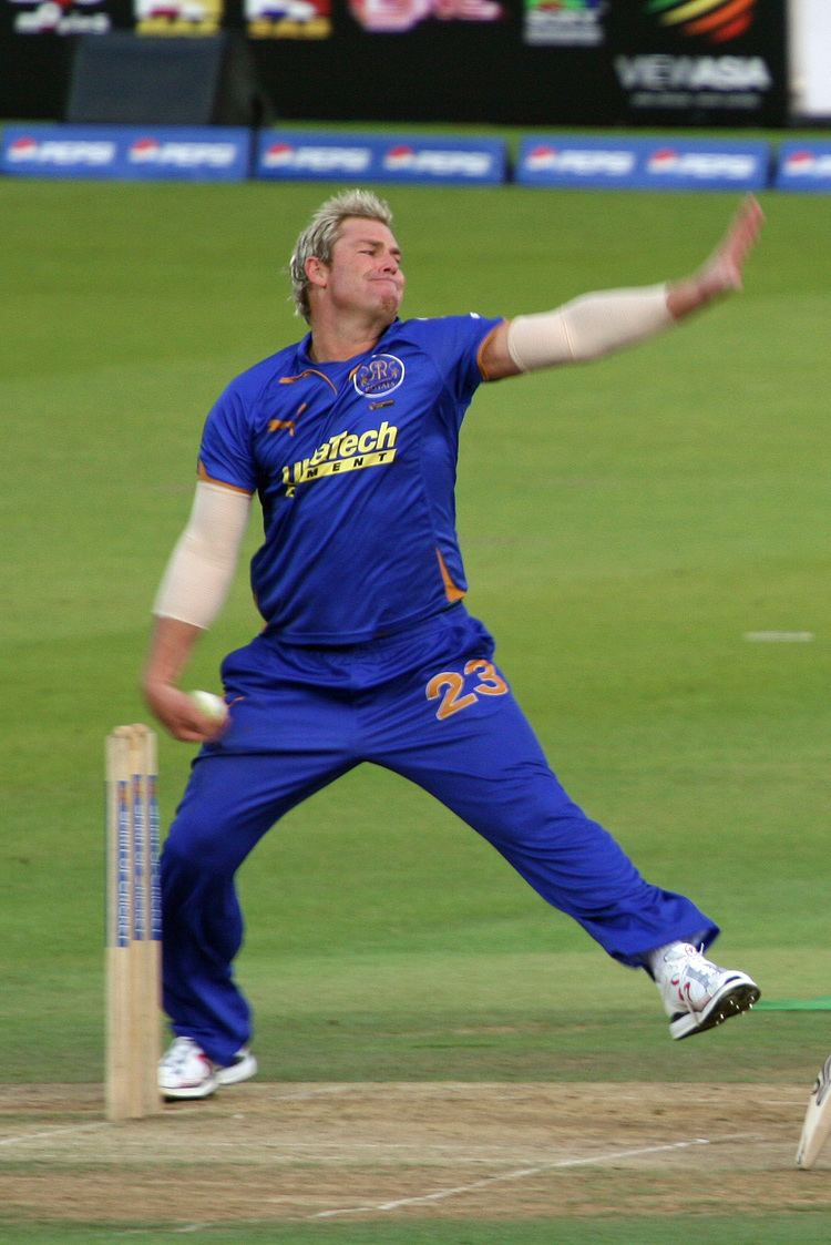 Shane Warne (Cricketer) playing cricket