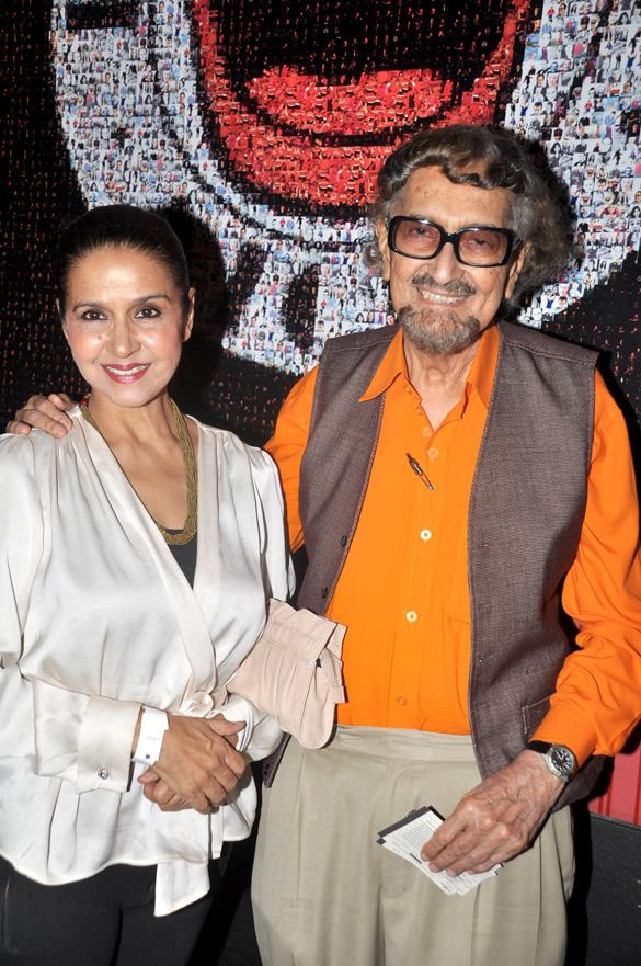 Sharon Prabhakar FileSharon Prabhakar Alyque Padamsee at the Premiere of