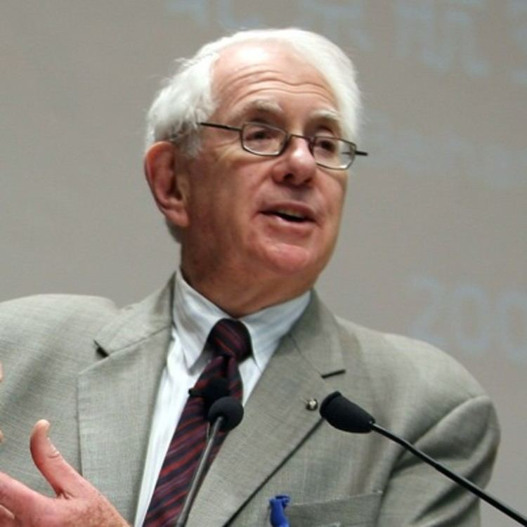Sheldon Lee Glashow Sheldon Glashow Academic Physicist Scientist Biographycom