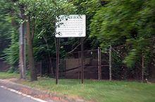 Shelter Rock (North Hills, New York) httpsuploadwikimediaorgwikipediacommonsthu