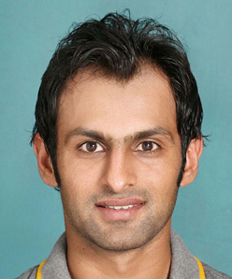 Shoaib Malik (Cricketer) playing cricket