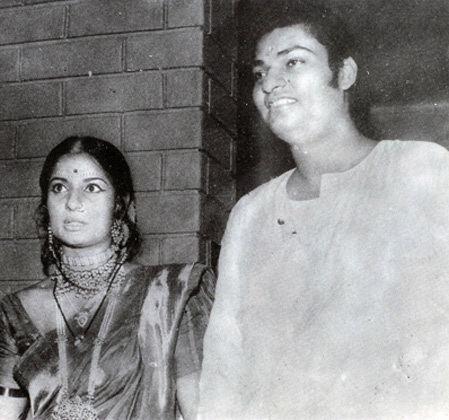 Shomu Mukherjee In pics Bollywood39s MukherjeeSamarth family tree