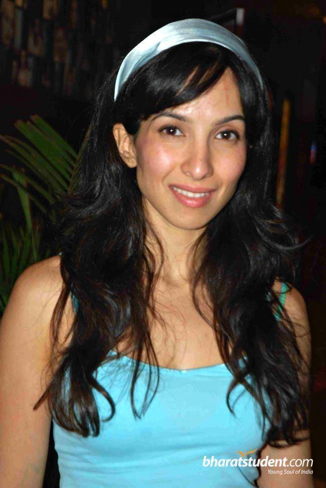 Shraddha Nigam Shraddha Nigam at a Film Premiere Recent 1191382 Dill