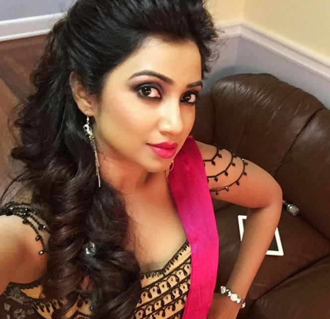 Shreya Ghoshal Shreya Ghoshal becomes Instagram hit with backstage selfie