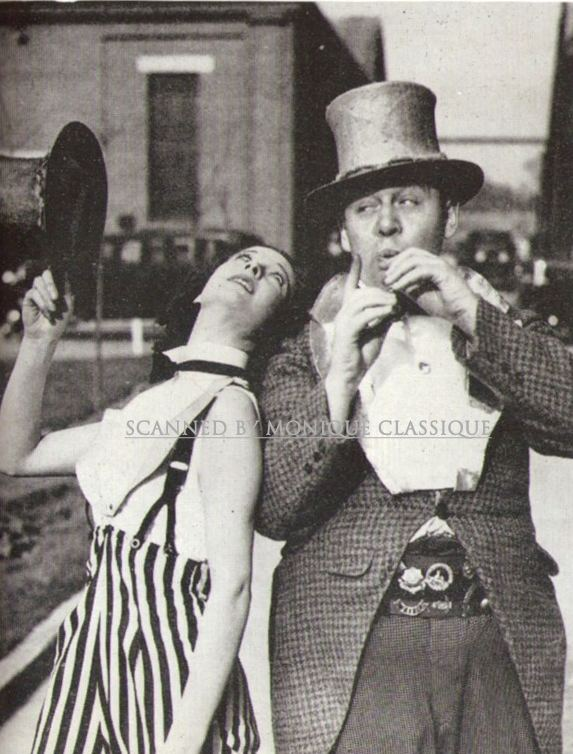 Sidewalks of London Vivien and Charles Laughton in Sidewalks of London 1938 Vivien
