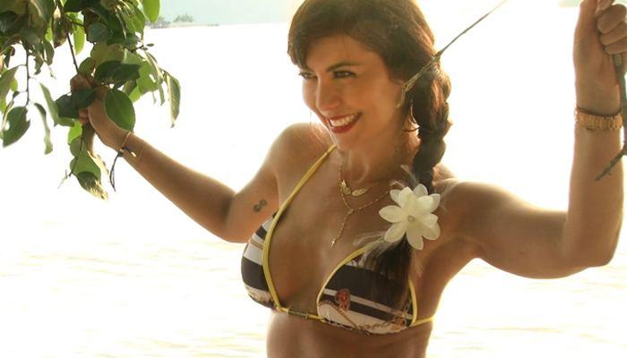 Simone Soares Simone Soares exibe corpo sarado