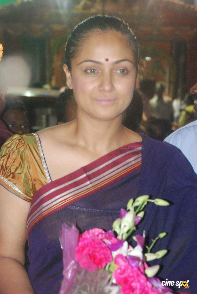 Simran (actress) SimranPhotosatMahaEleganceFamilySalonLaunch15jpg