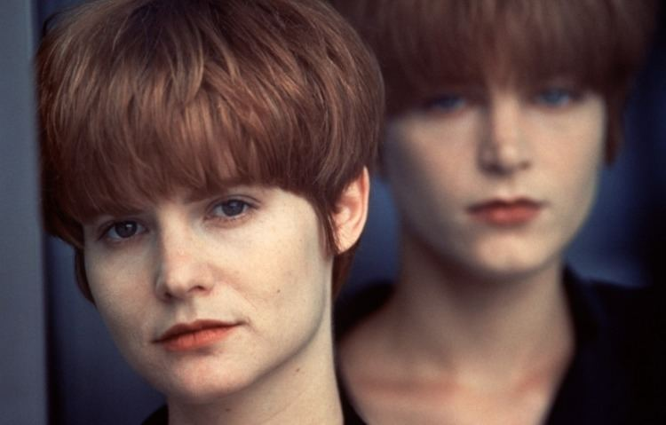 Single White Female Obsession and Compulsion A Deep Look at Single White Female