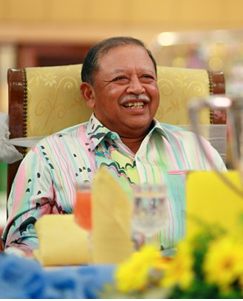 Sirajuddin of Perlis WARISAN PERMAISURI MELAYU Usia RajaRaja dan Permaisuri Mengikut