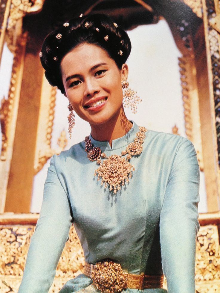 Sirikit Queen Sirikit in quotBorombimanquot traditional Thai dress with