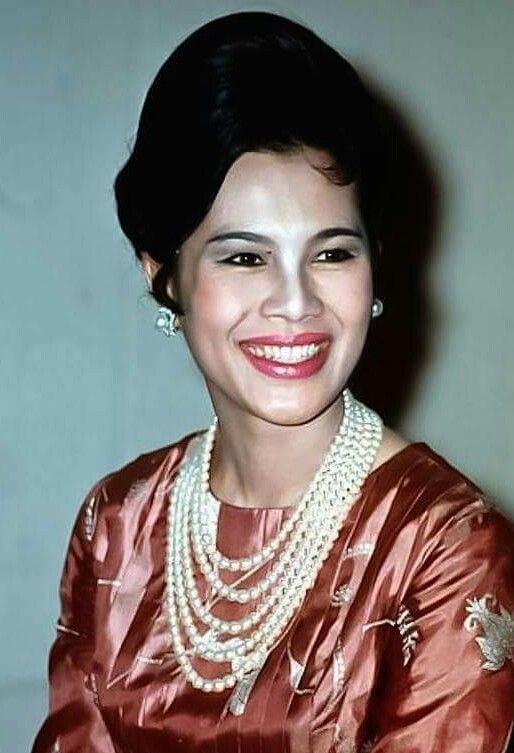 Sirikit 178 best Queen Sirikit images on Pinterest Royal families