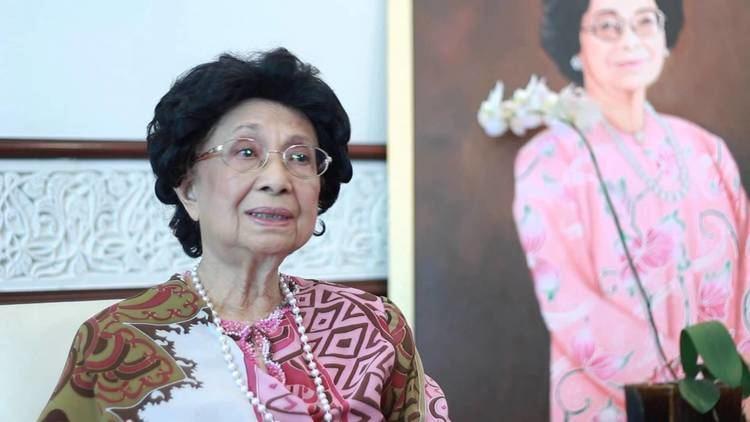 Siti Hasmah Mohamad Ali WOE Awards 2014 Lifetime Achievement Award YABhg Tun Dr Siti