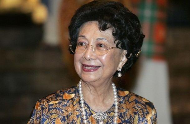 Siti Hasmah Mohamad Ali Dr Siti Hasmah Receives Kiwanis Humanitarian Public