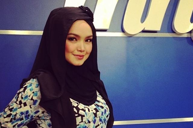 Siti Nurhaliza Fan Video Fuels Siti Nurhaliza Pregnancy Rumours Again