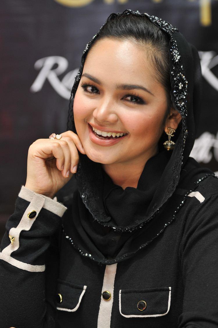 Siti Nurhaliza httpsuploadwikimediaorgwikipediacommons00