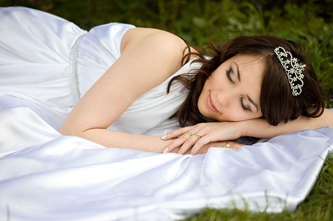 Sleeping Bride How to get more sleep before your wedding
