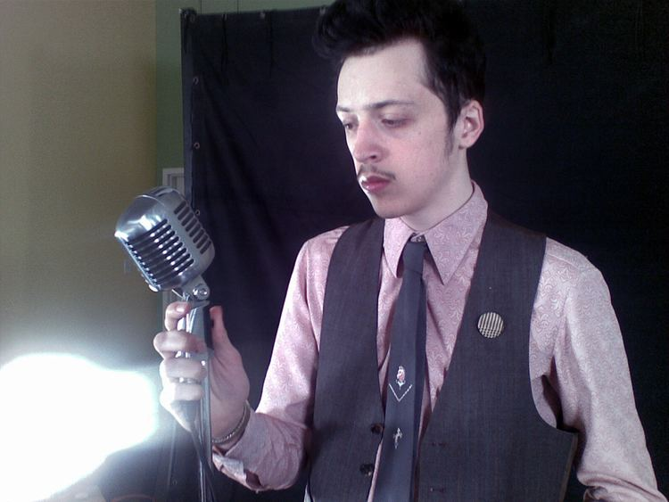 Slim Twig FileSlim Twig on the set of Street Proposition video
