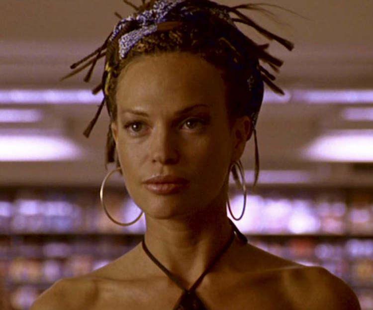 Slow Burn (2005 film) disguise makeups racechanging Jolene Blalock in Slow Burn