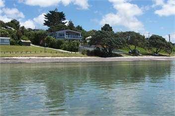 Snells Beach httpsholidayhousestmcdnconzhhmedium50250