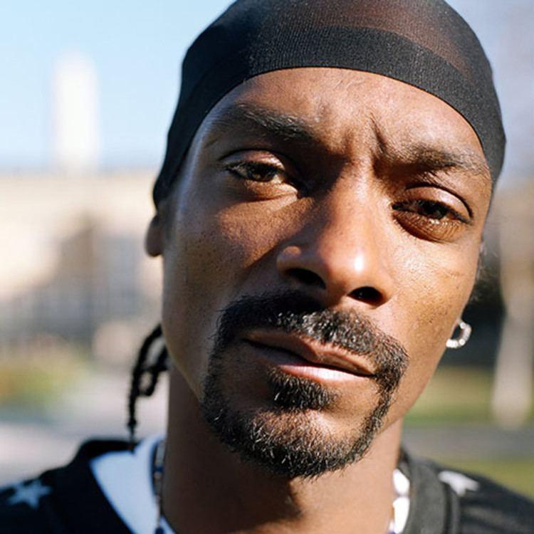 Snoop Dogg httpswwwbiographycomimagetshareMTQ3NjM5O