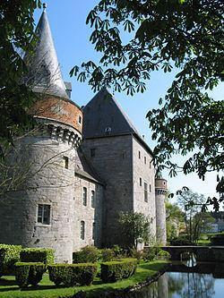 Solre-sur-Sambre Castle httpsuploadwikimediaorgwikipediacommonsthu