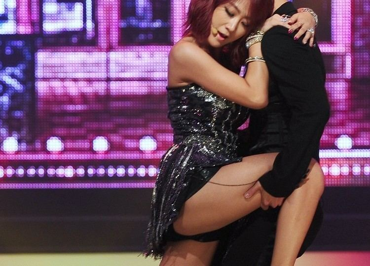 Soyou TOP 10 Sexiest Outfits Of Sistar Soyou