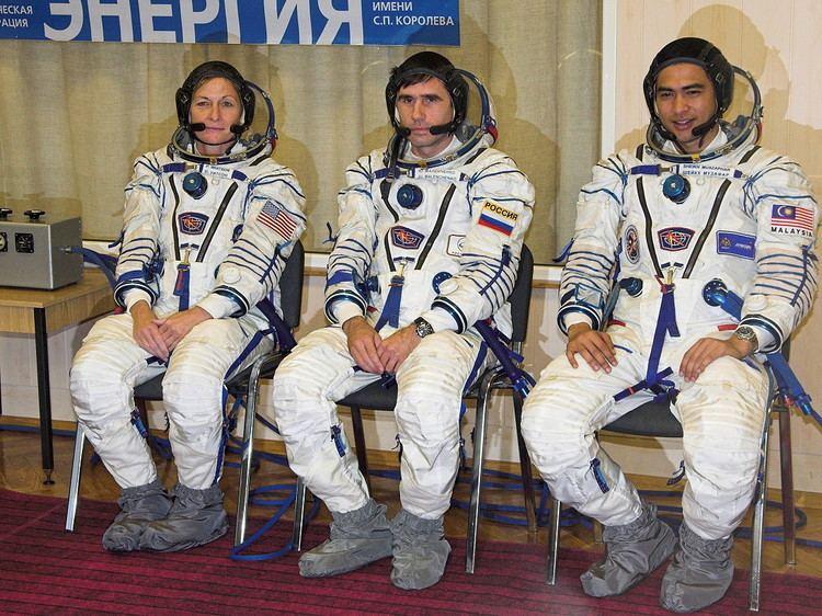 Soyuz TMA-11 Crew Soyuz TMA11
