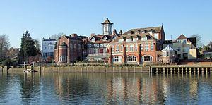 St James Independent Schools httpsuploadwikimediaorgwikipediacommonsthu